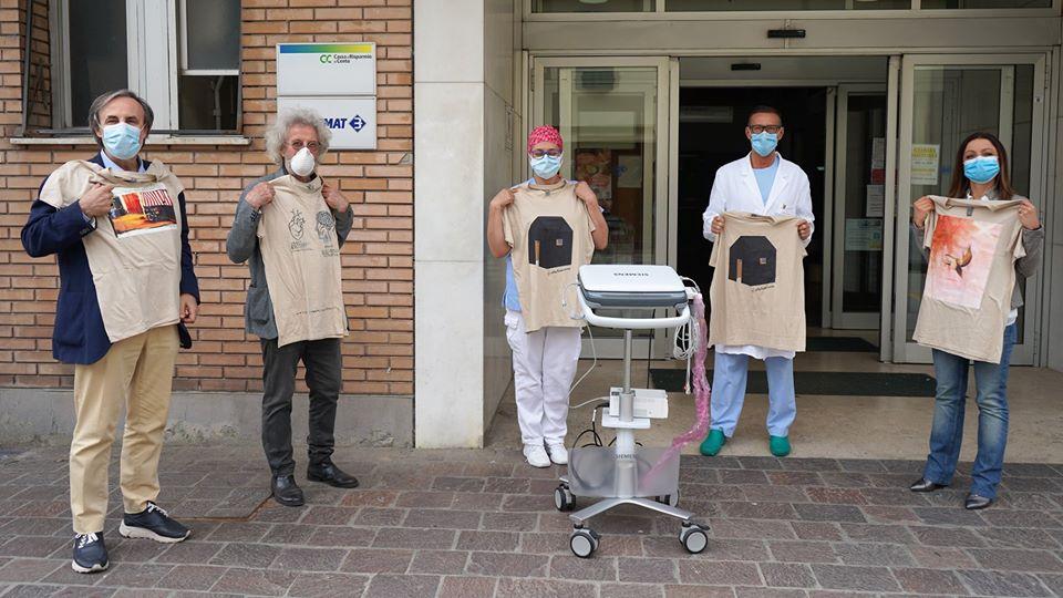 Consegna ecografo palmare donato all'Ospedale di Cento
